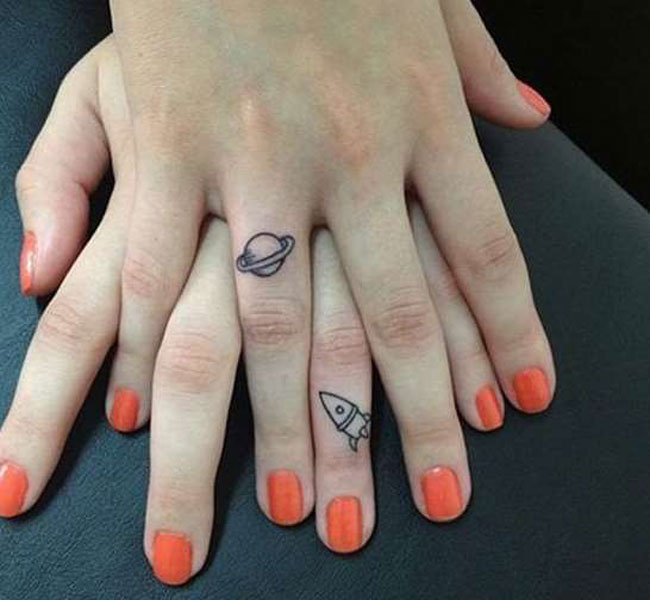 28 Εκπληκτικές ιδέες για γυναικεία τατουάζ στο δάχτυλο! 0eb219a73fa